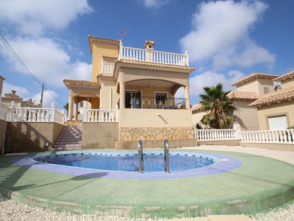 3 Bedroom 2 Bathroom Villa in El Galan