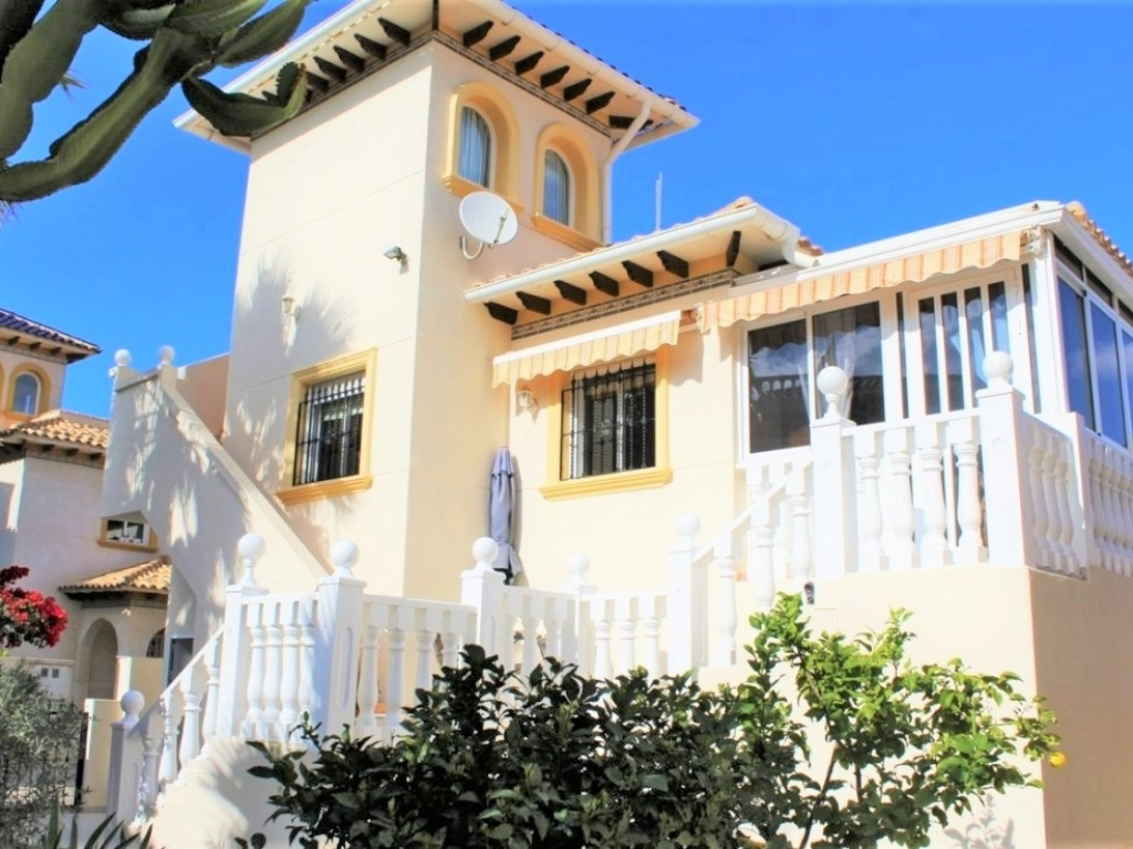 3 Bedroom 2 Bathroom Villa in Playa Flamenca