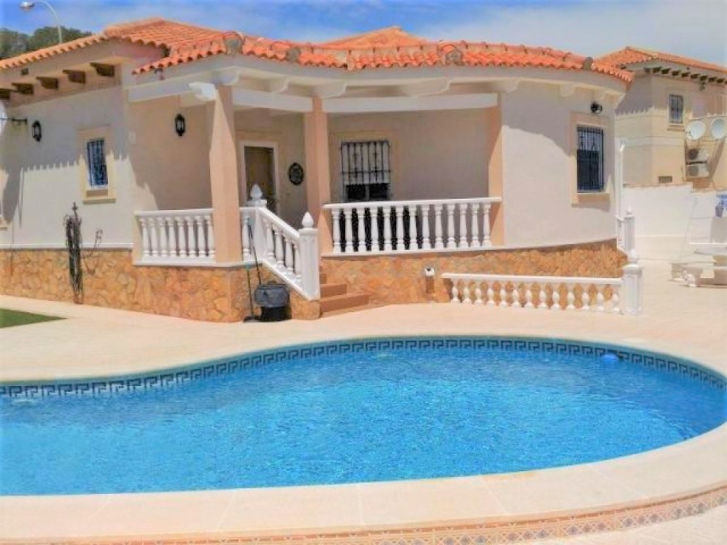 3 Bedroom 2 Bathroom villa in San Miguel De Salinas