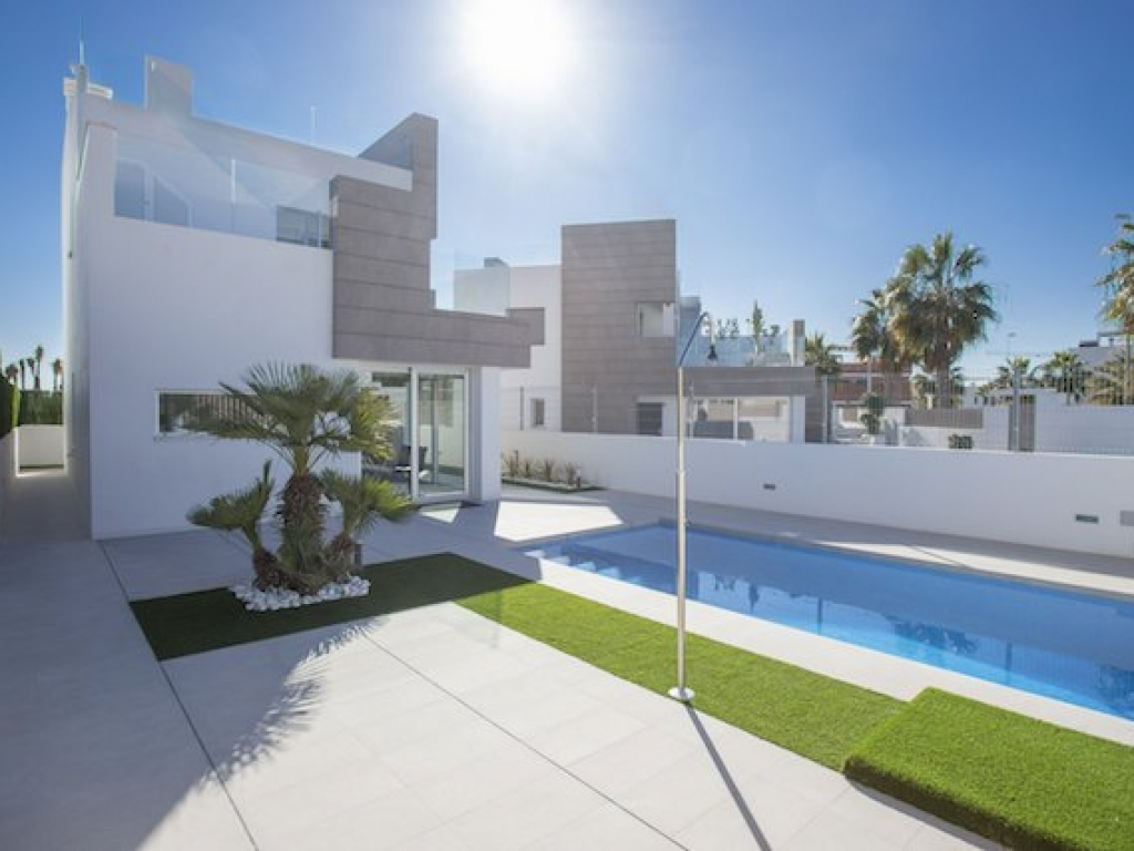 3 Bedroom 2 Bathroom Villa in El Raso