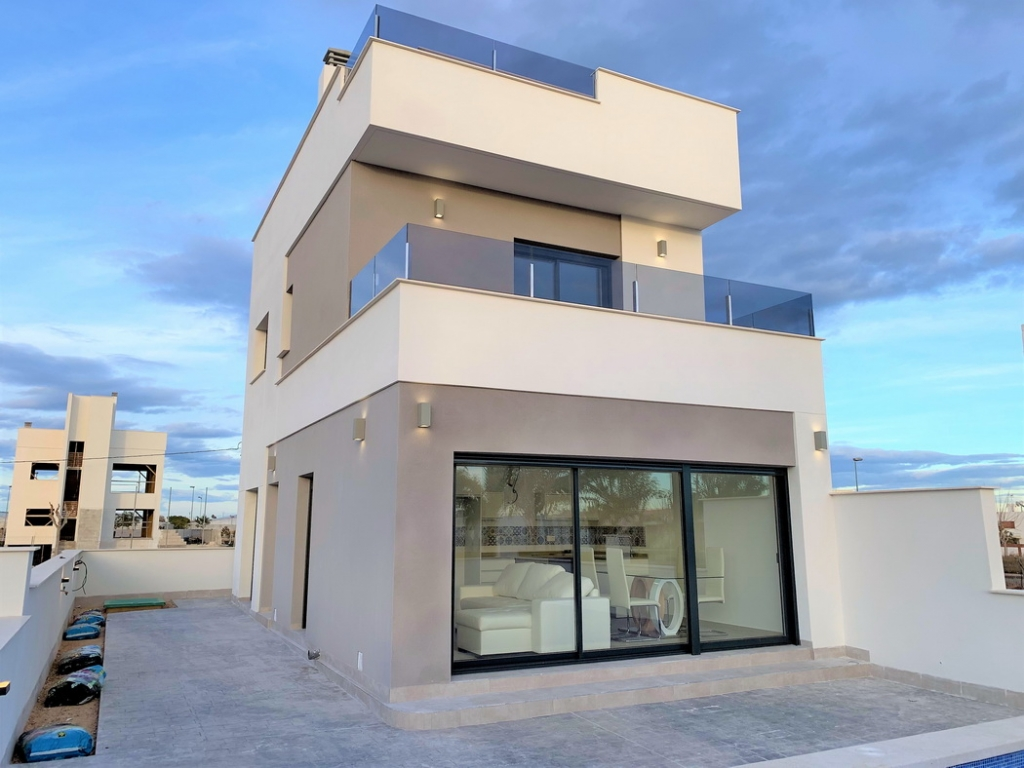 New Build 3 bed 4 bath Detached Villa in Pilar de la Horadada